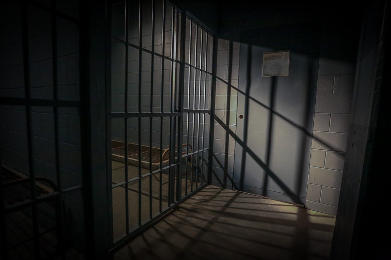 jail cell standing set